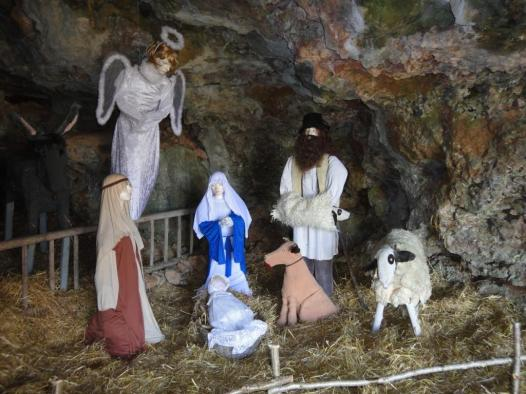 Crèche in a cave at Loze