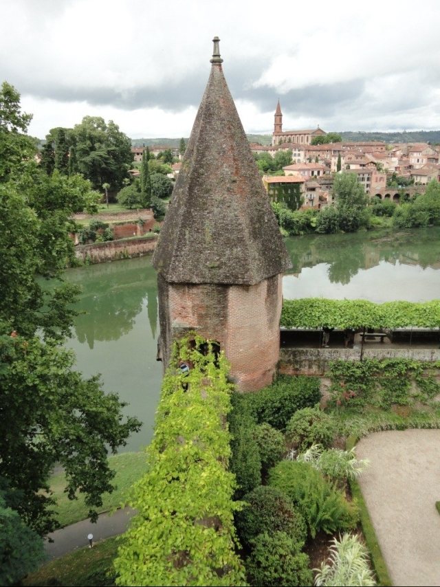 Albi - palace garden and view