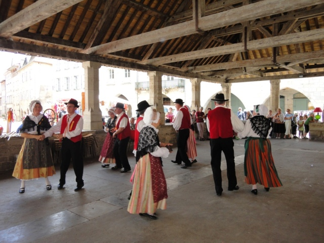 Caylus 4 - country dances under la halle 1