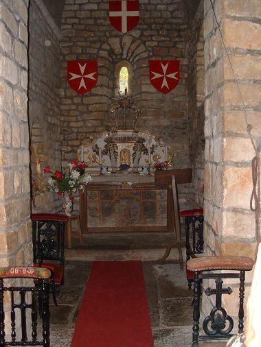 The tiny chapel at Cas