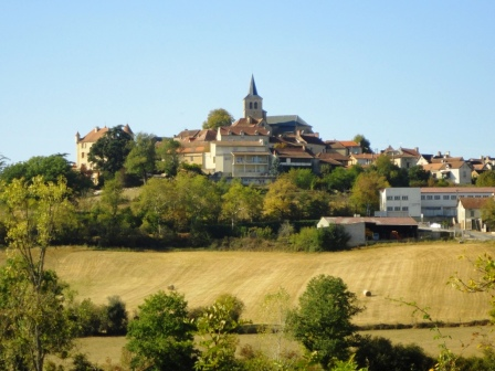 Parisot, perched on its hill