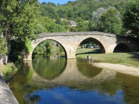 Vieux pont over the Aveyron at Belcastel