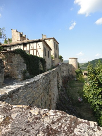 Puycelsi - solid ramparts