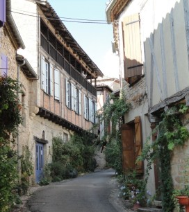 Winding streets: former gendarmerie on the left