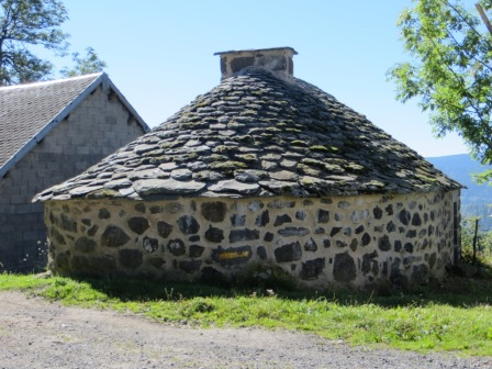Bread oven in Chastel-sur-Murat