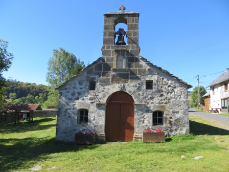 Tiny chapel at la Denterie