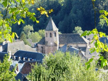 Thiézac around its church