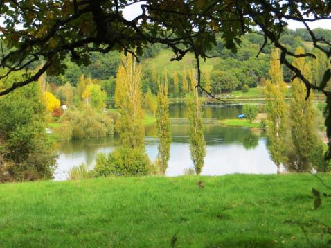 Parisot lake in autumn