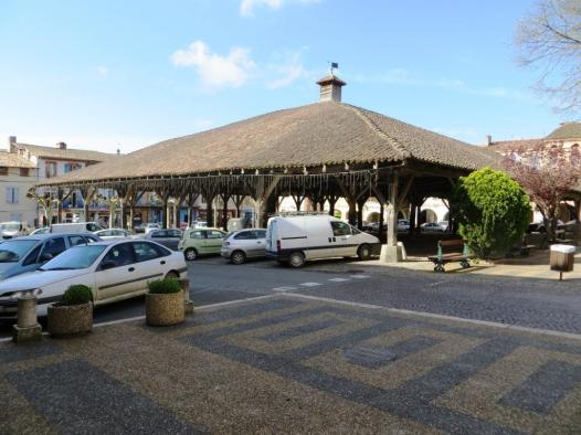 Enormous market hall with 38 wooden pillars