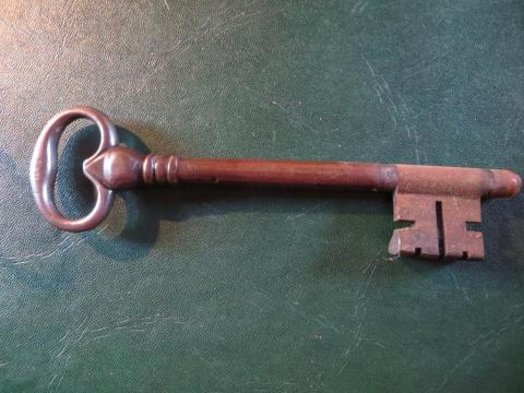 Massive door key, 6 inches long