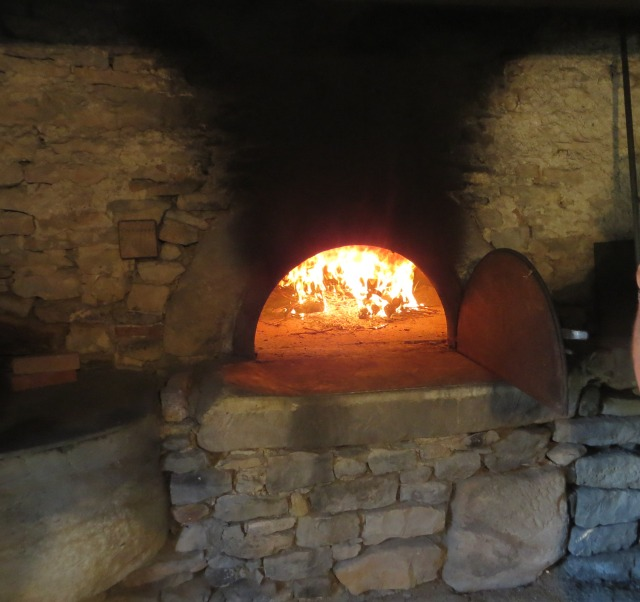 Bread oven lit