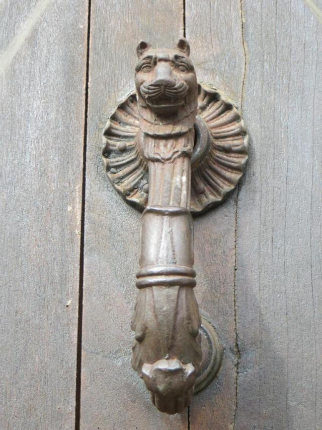 Lion's head knocker