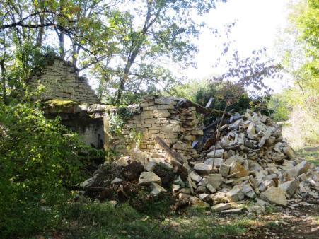 Ruined house near the château