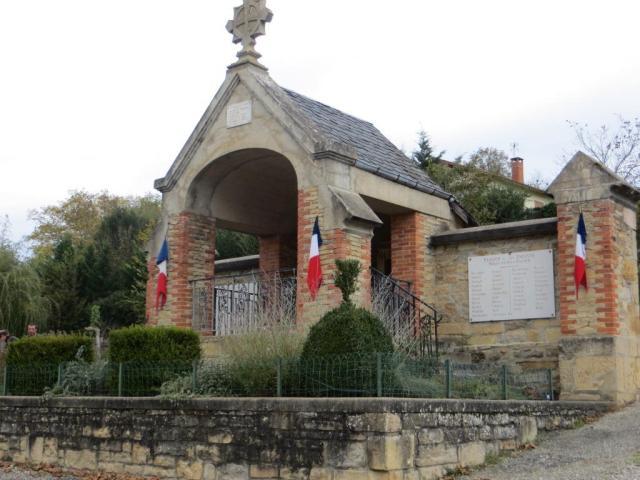 War memorial at Parisot