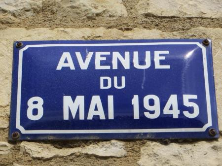 Caylus - 8 mai road sign