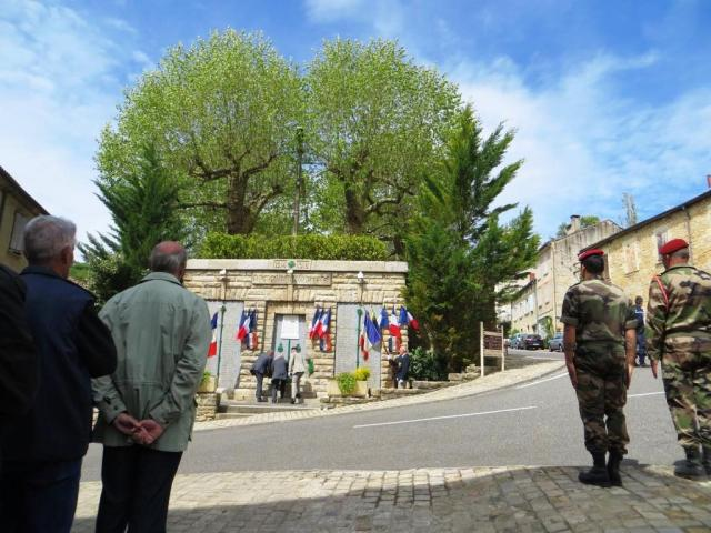 Laying the wreath at the monument des morts