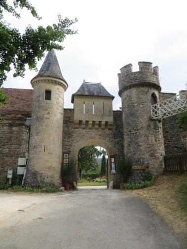 Château de Cénevières gatehouse