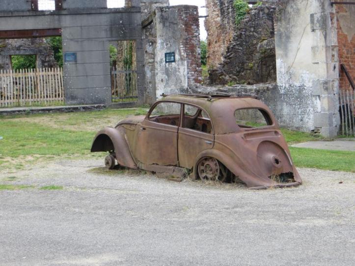 Oradour - car