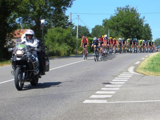 Le peloton approaching our vantage point