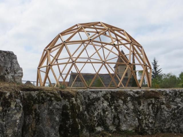 Geometric installation