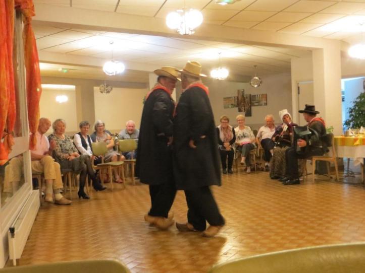 thiezac-traditional-dancing-2