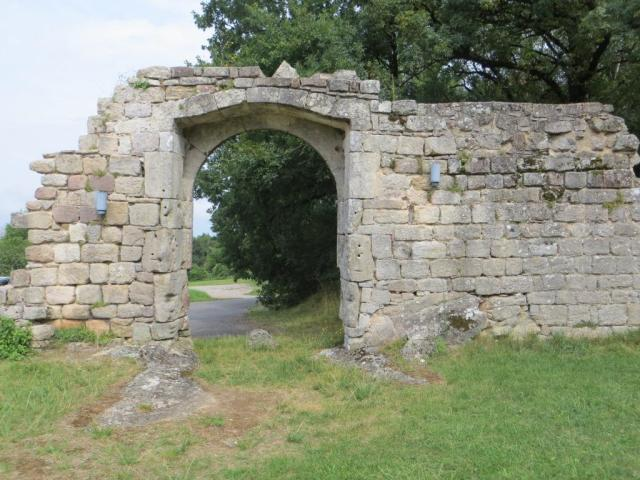 Vaour - commandery gateway