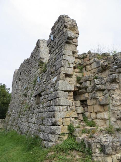 Vaour - leaning wall