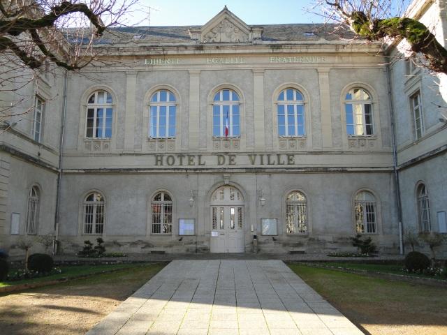 Hôtel de Ville - larger town 002