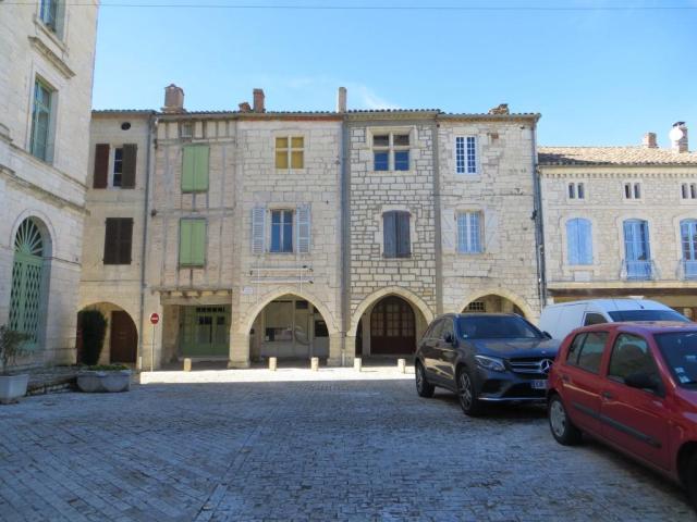 Montpezat - main square arcades