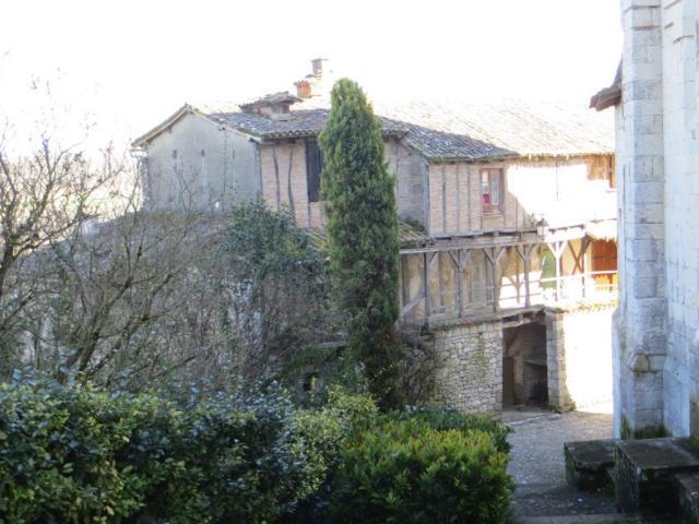 Montpezat - maison des chanoines
