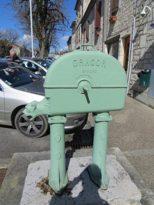 Montpezat - old pump