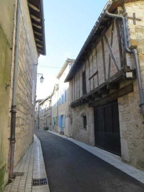 Montpezat - ruelle with colombage