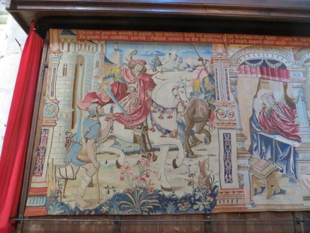 Montpezat - tapestry St Martin shares cloak