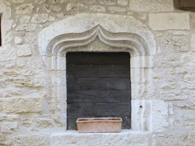 Montpezat - window