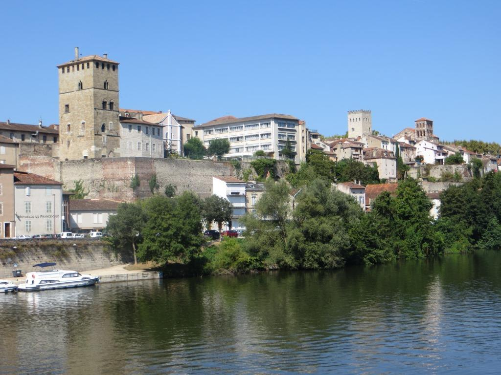 Cahors across river 2