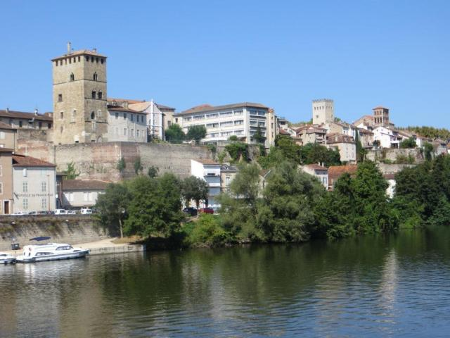Cahors across river 2