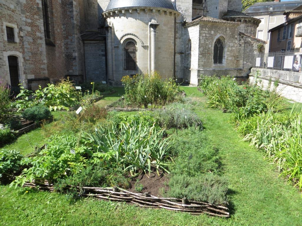 Cahors - cathedral garden