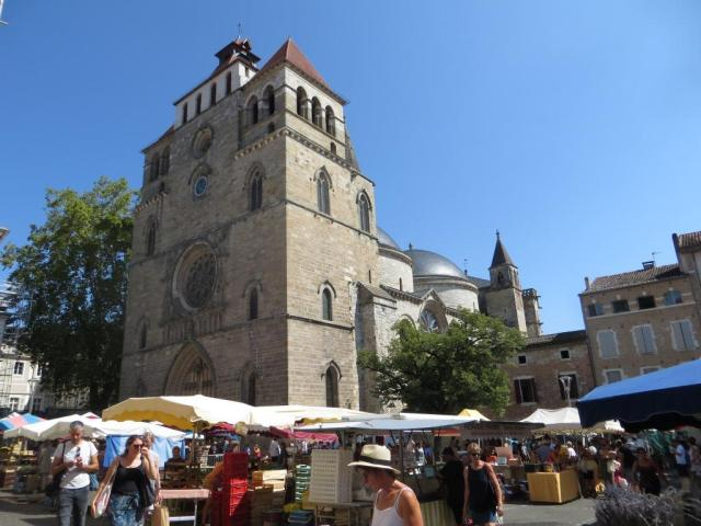 Cahors - cathedral with market