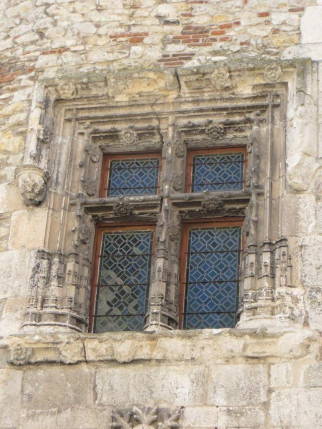 Cahors - ornate window