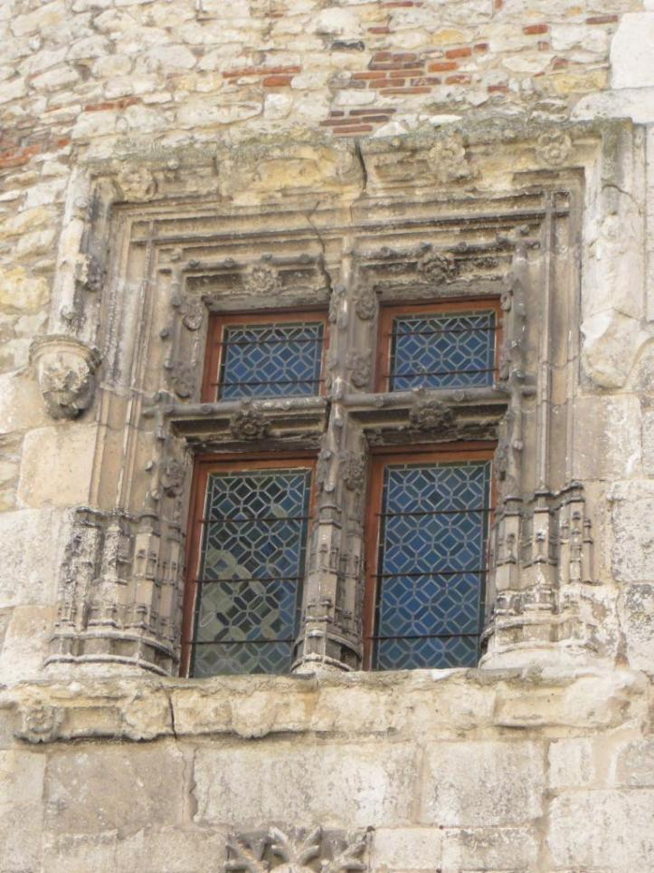 Cahors - ornate window